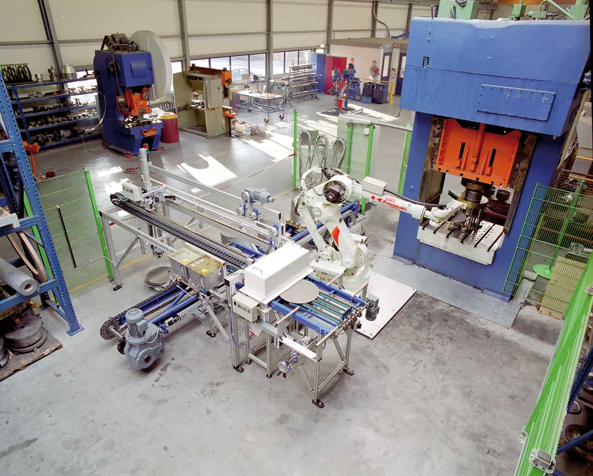 Foto robot dieptrekpers